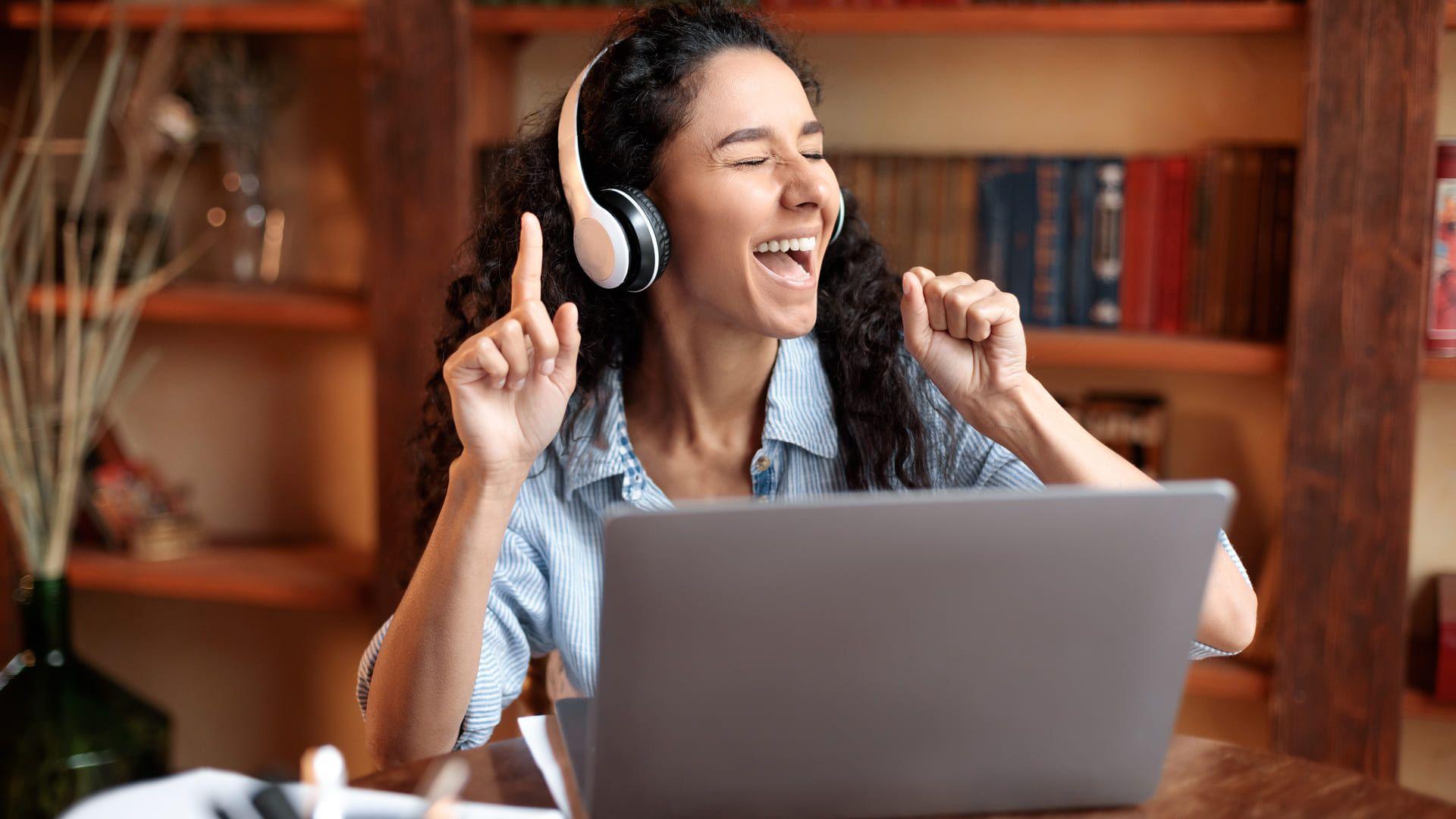 Confira como baixar músicas no PC e smartphone para ouvir com seu fone de ouvido (Foto: Shutterstock)