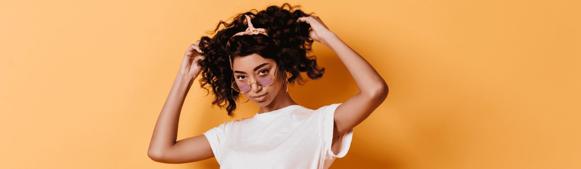 Como cachear o cabelo? Técnicas e dicas para modelar os fios