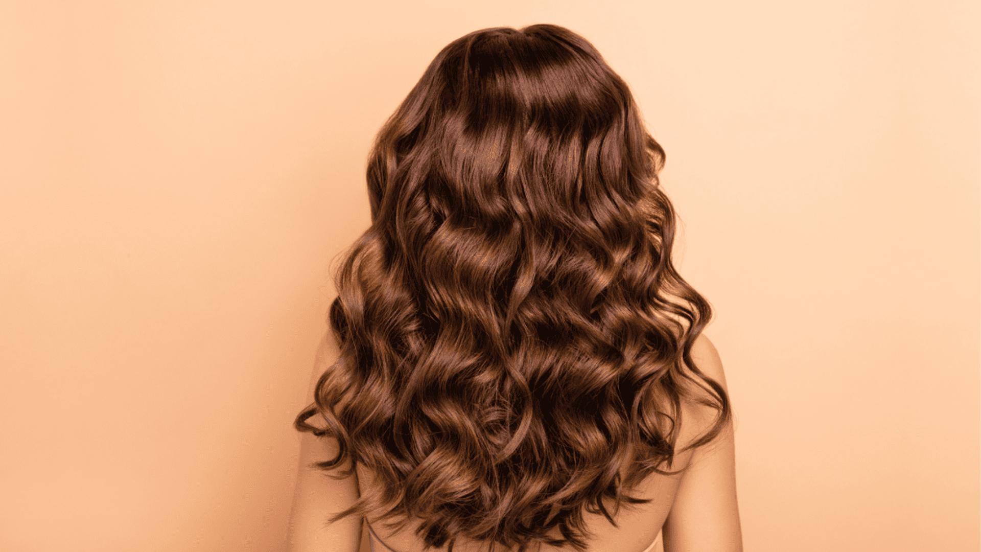 Conheça os melhores produtos para cachear o cabelo (Imagem: Reprodução/Shutterstock)