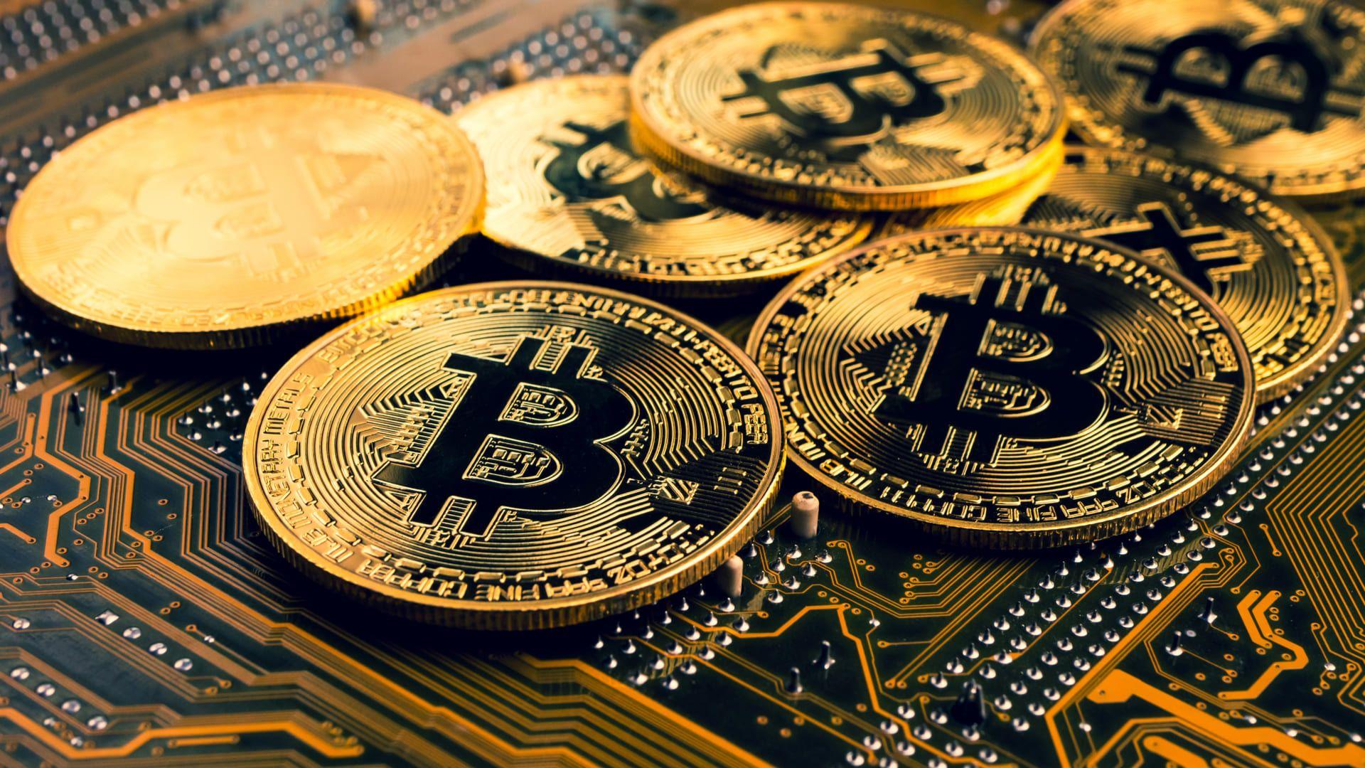 O processo de busca por criptomoedas na internet é chamado de mineração (Foto: Shutterstock)