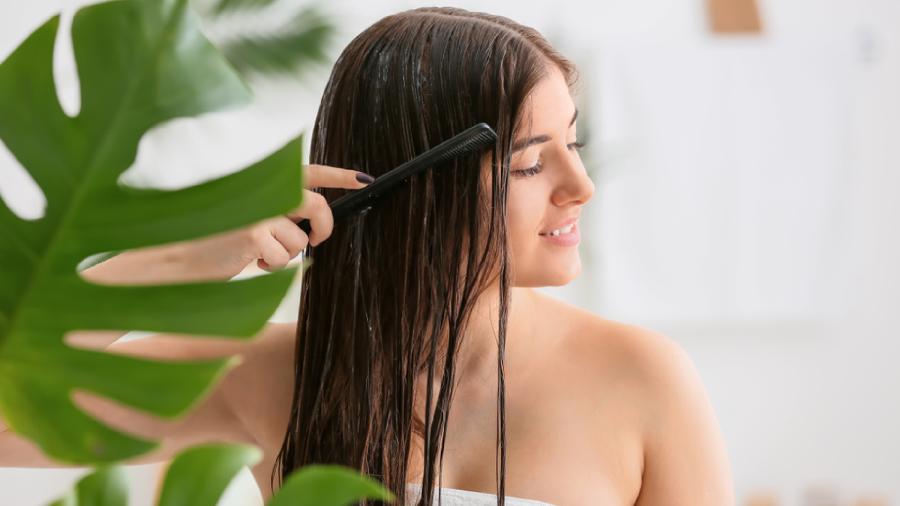 Veja o passo a passo final para hidratar o cabelo (Imagem: Reprodução/Shutterstock)
