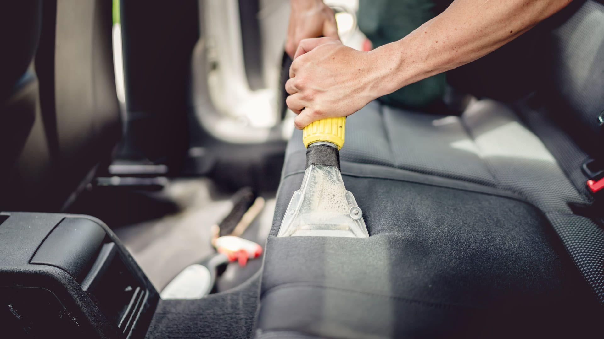 Saiba como limpar banco de carro de tecido. (Imagem: Reprodução/Shutterstock)
