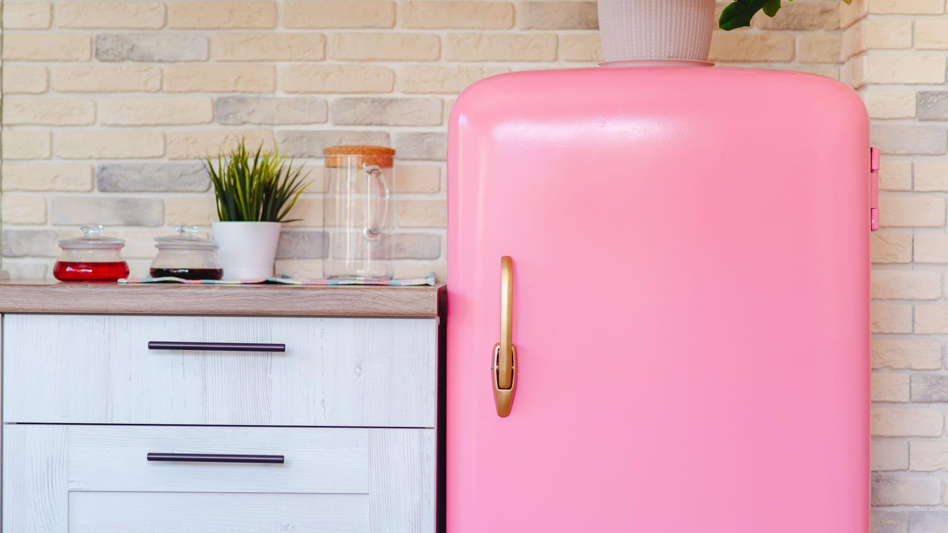 Aprenda a dar um toque retrô para a sua cozinha com eletrodomésticos! (Imagem: Reprodução/Shutterstock)