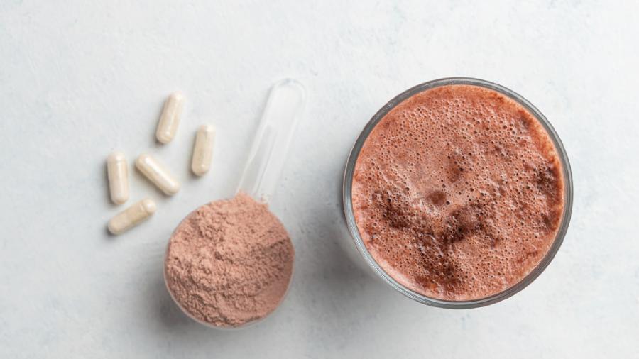 A creatina deve ser ingerida diariamente (Imagem: Reprodução/Shutterstock)