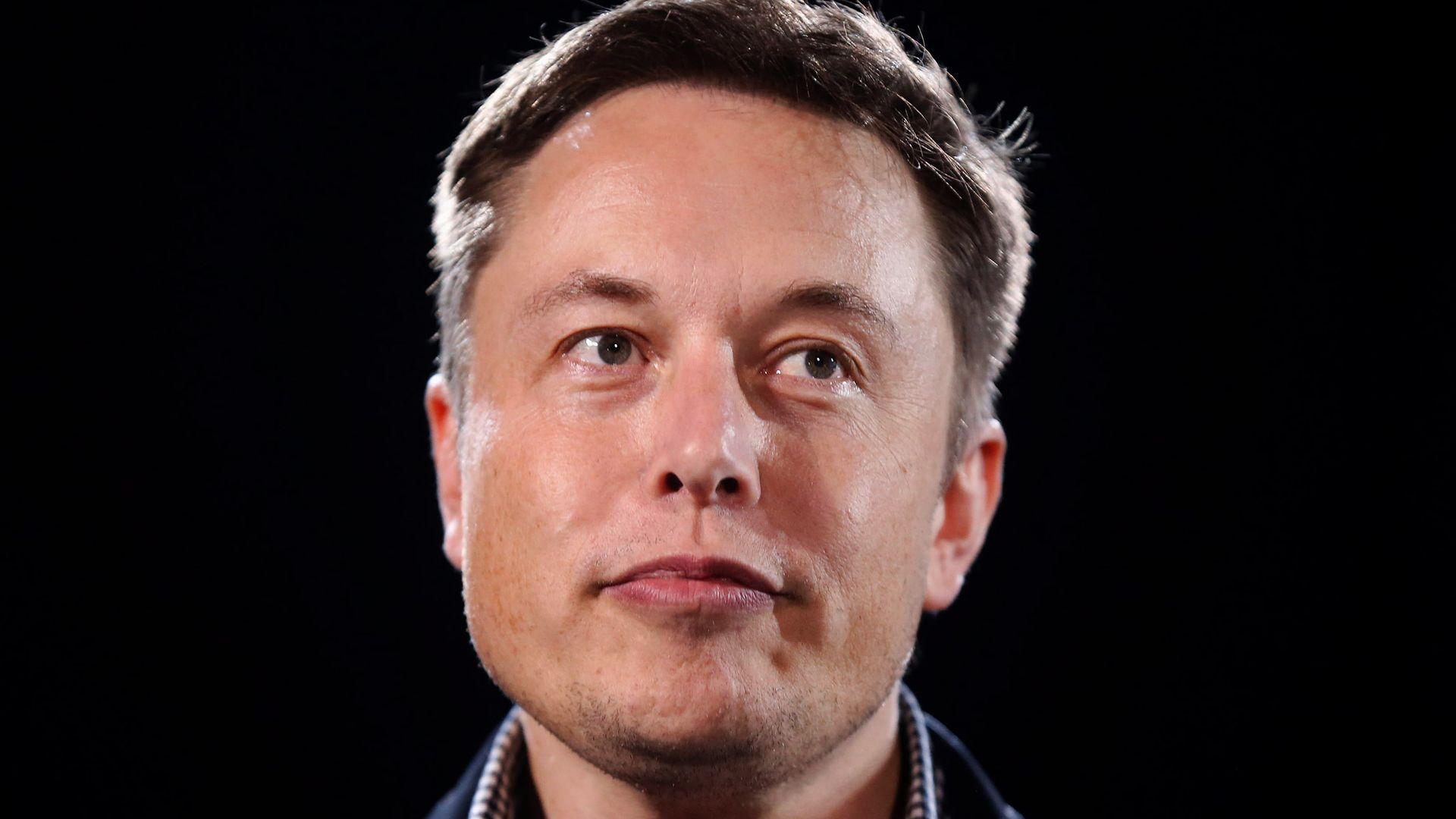 Valores do bitcoin subiram e desceram depois de Elon Musk fazer comentários sobre a criptomoeda (Foto: Hadrian/Shutterstock)