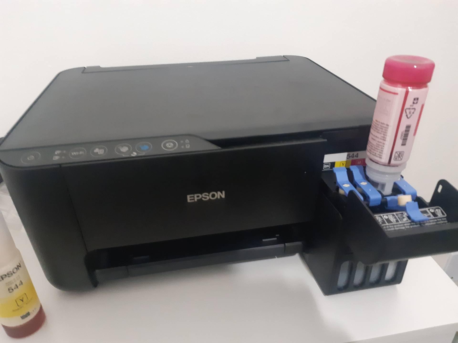 Instalar a impressora leva poucos minutos, assim como sua recarga