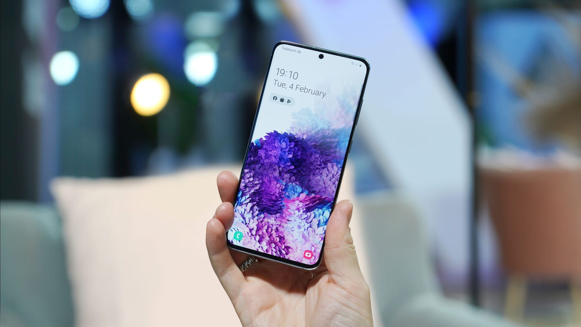 "O Galaxy S20 é o modelo ""convencional"" da linha Samsung Galaxy S de 2020. (Foto: Shutterstock)"