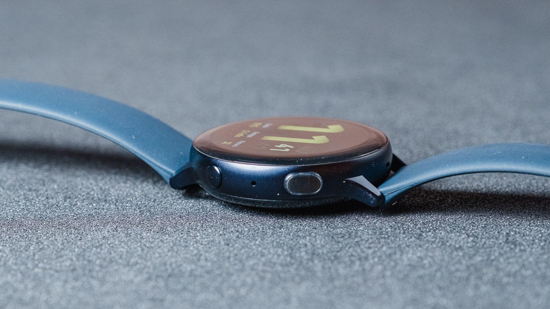 Samsung Galaxy Watch Active 2 tem botões físicos na lateral (Foto: Zoom)