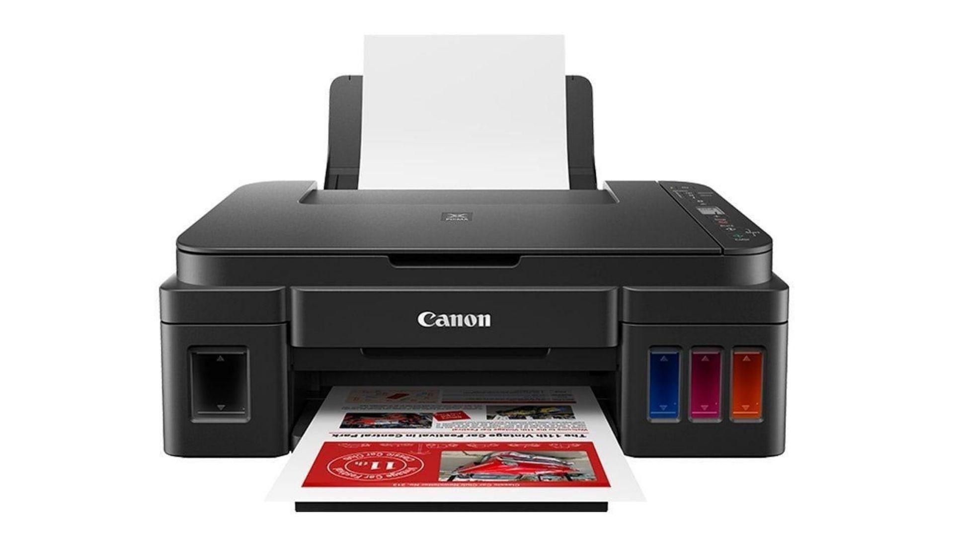 A Canon G3111 possui design discreto com os tanques de tinta na frente e os botões e tela LCD de 1,2 polegada no topo.