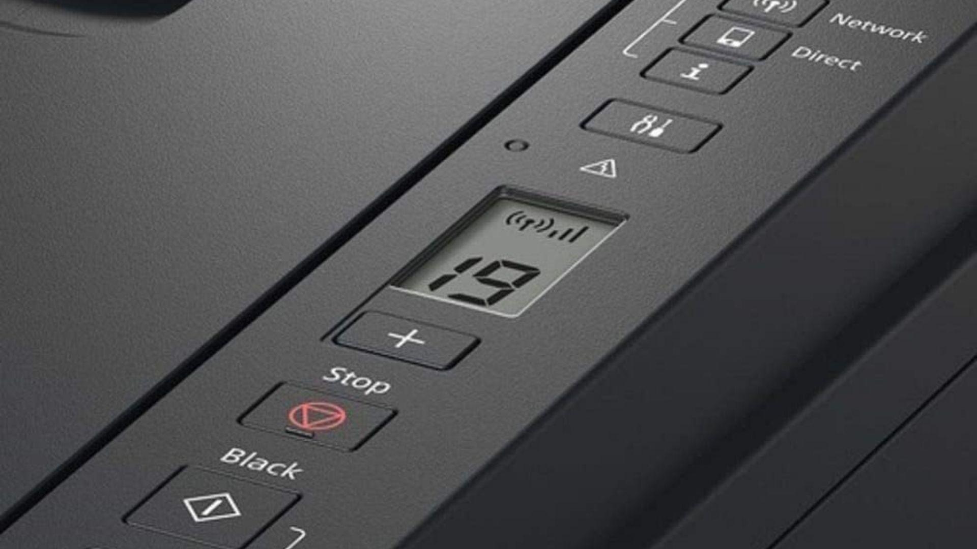 Os botões são intuitivos e a tela de LCD auxilia com as informações necessárias para o usuário.