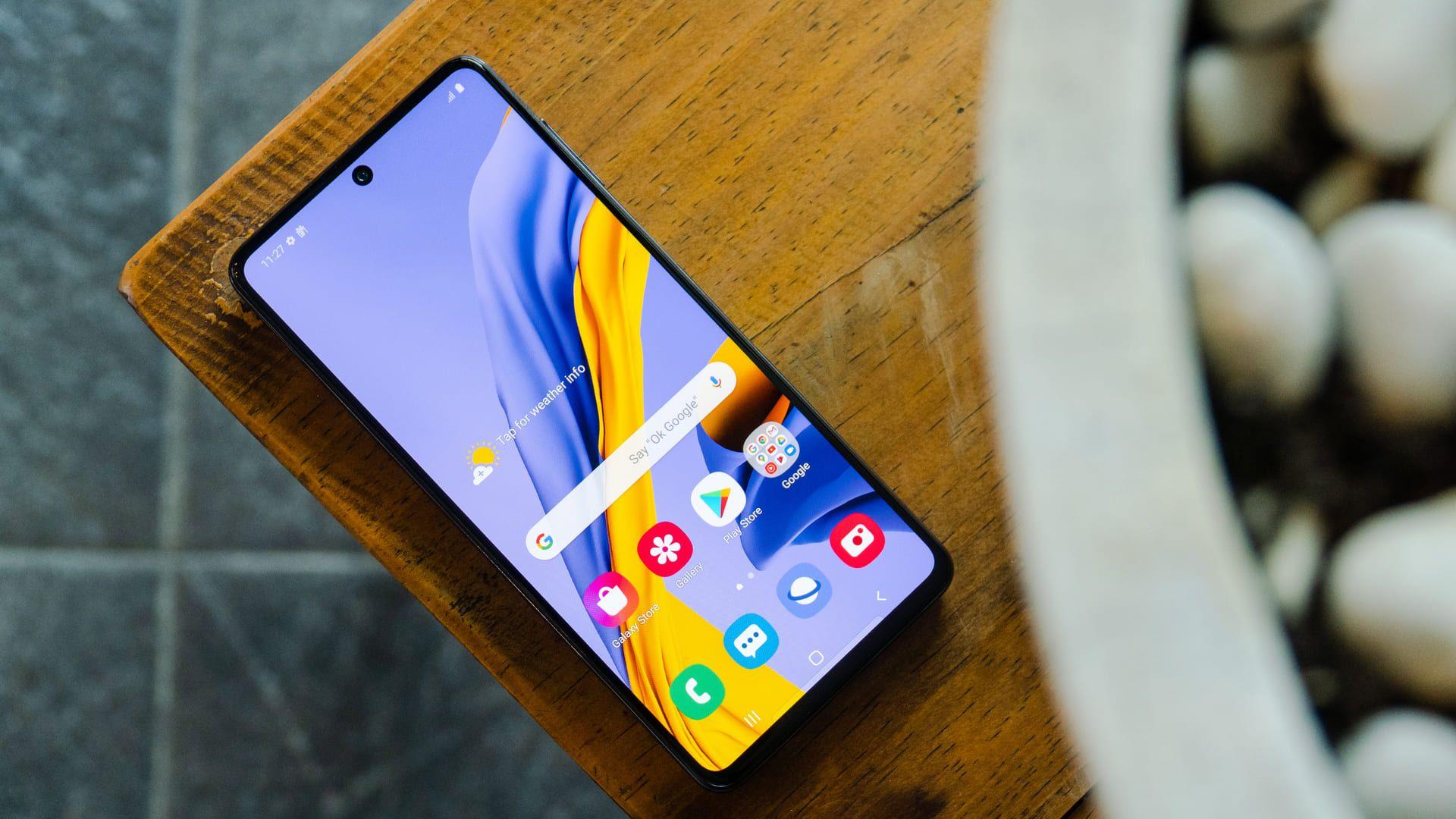 M51 vs A71: os dois celulares possuem tela AMOLED com resolução Full HD (Foto: Shutterstock)