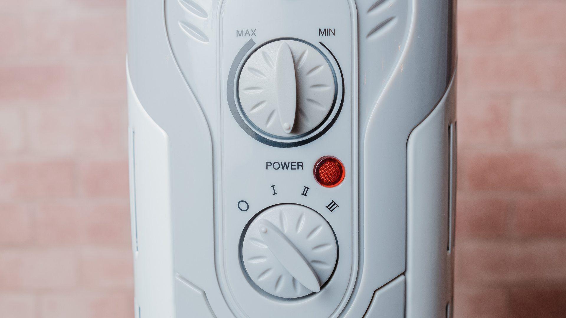Os botões seletores desse aquecedor a óleo são fáceis de mexer (Foto: Zoom)
