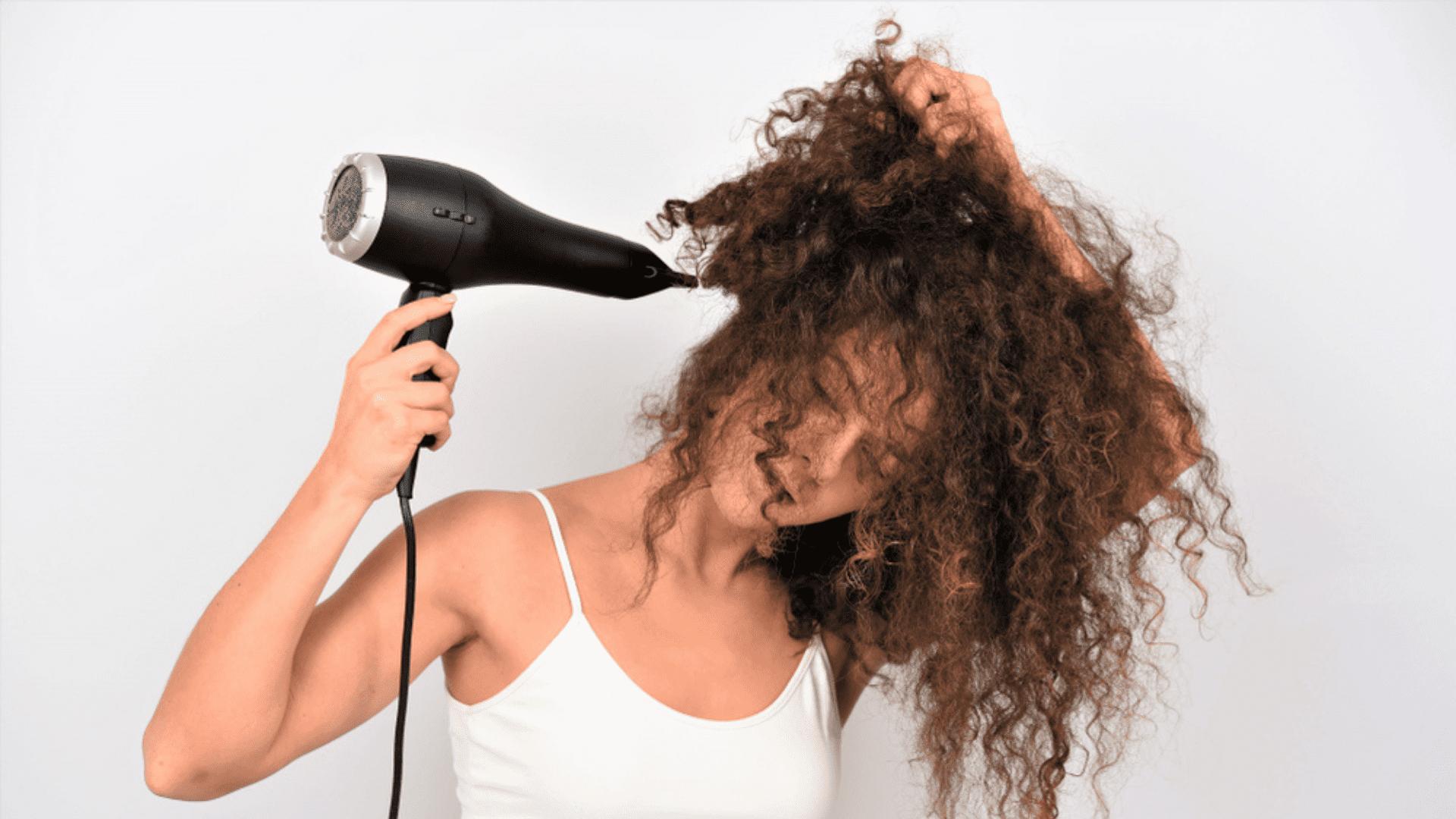 Confira a nossa seleção dos melhores secadores de cabelo Gama de 2021! (Imagem: Reprodução/Shutterstock)