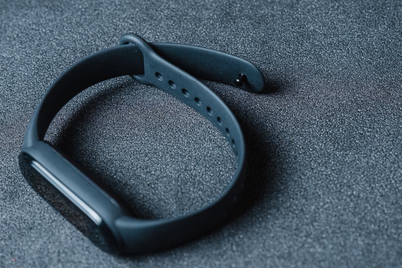 Mi Band 5 é conectada por Bluetooth intuitivamente pelo aplicativo (Imagem: Zoom)
