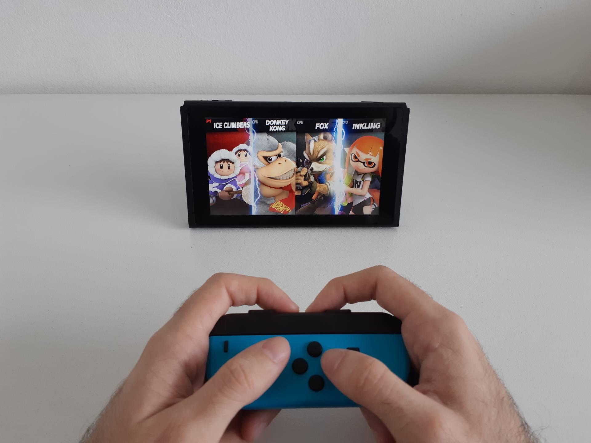 Você também pode dividir o Joy-Con e jogar o Switch no modo tablet para dois
