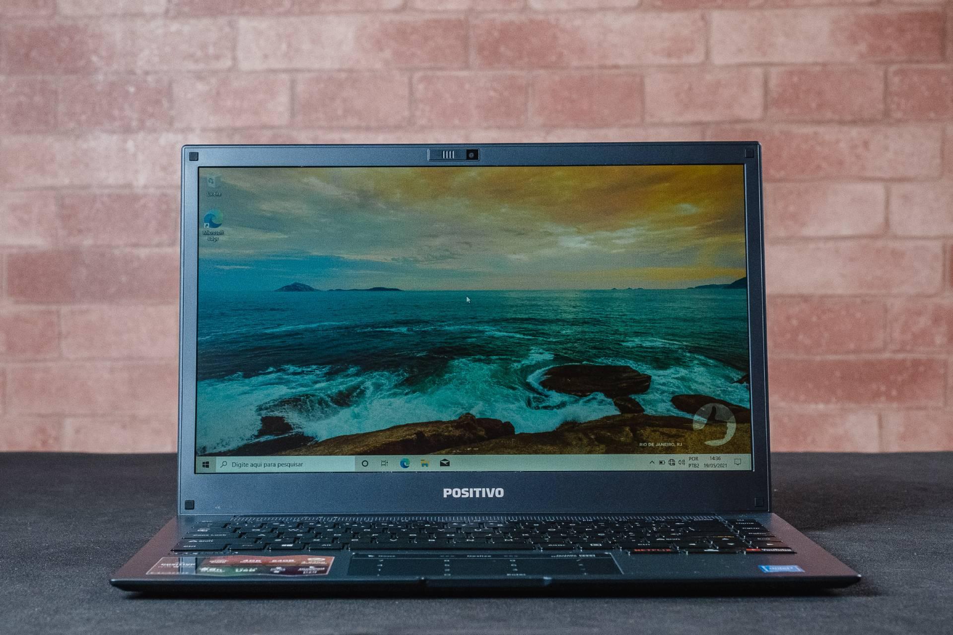 Portátil, o notebook Positivo Motion Plus Q464B é uma boa opção para levar a qualquer lugar