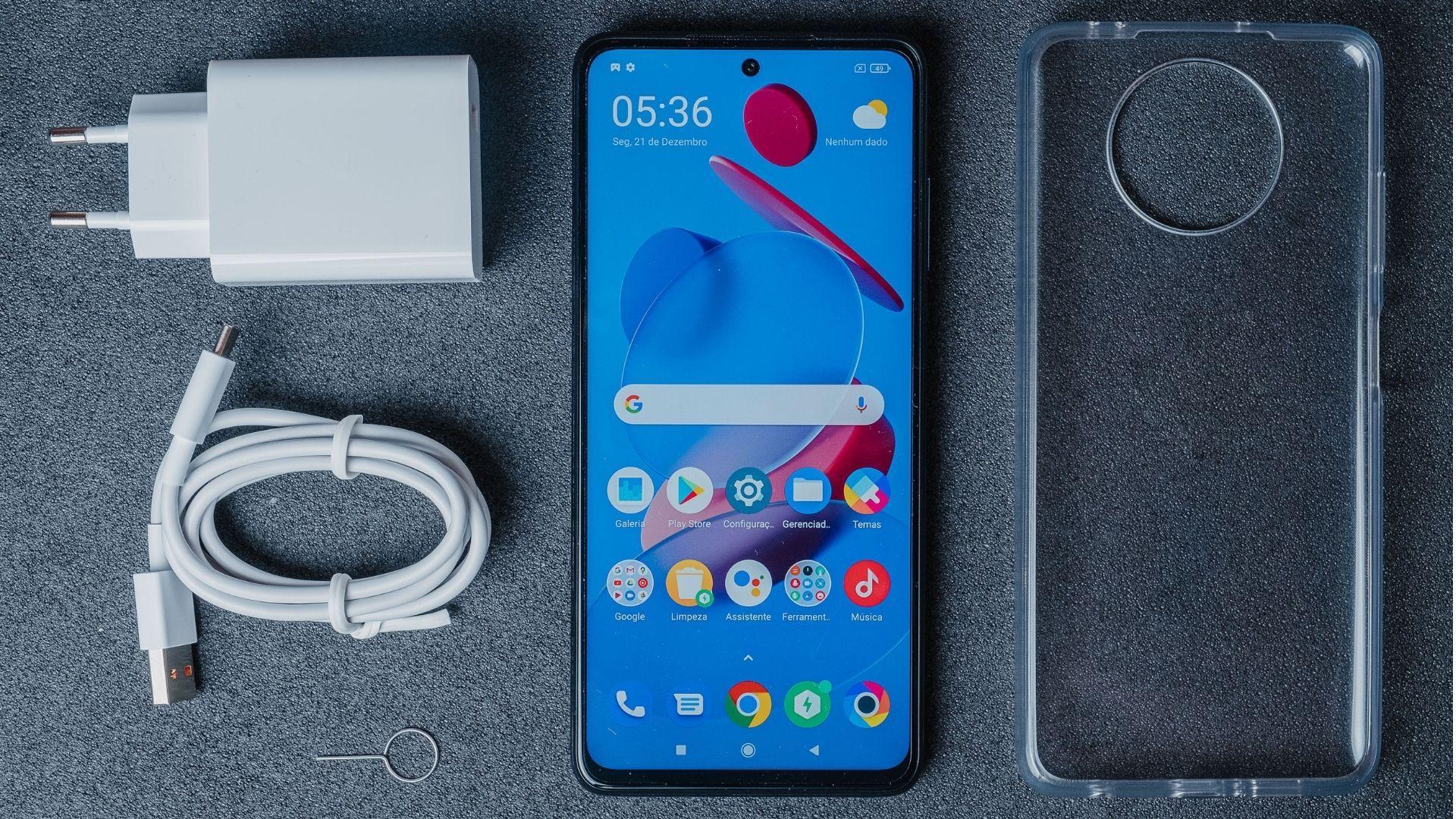 Xiaomi Poco X3 NFC é um smartphone grande e pesado (Foto: Shutterstock)