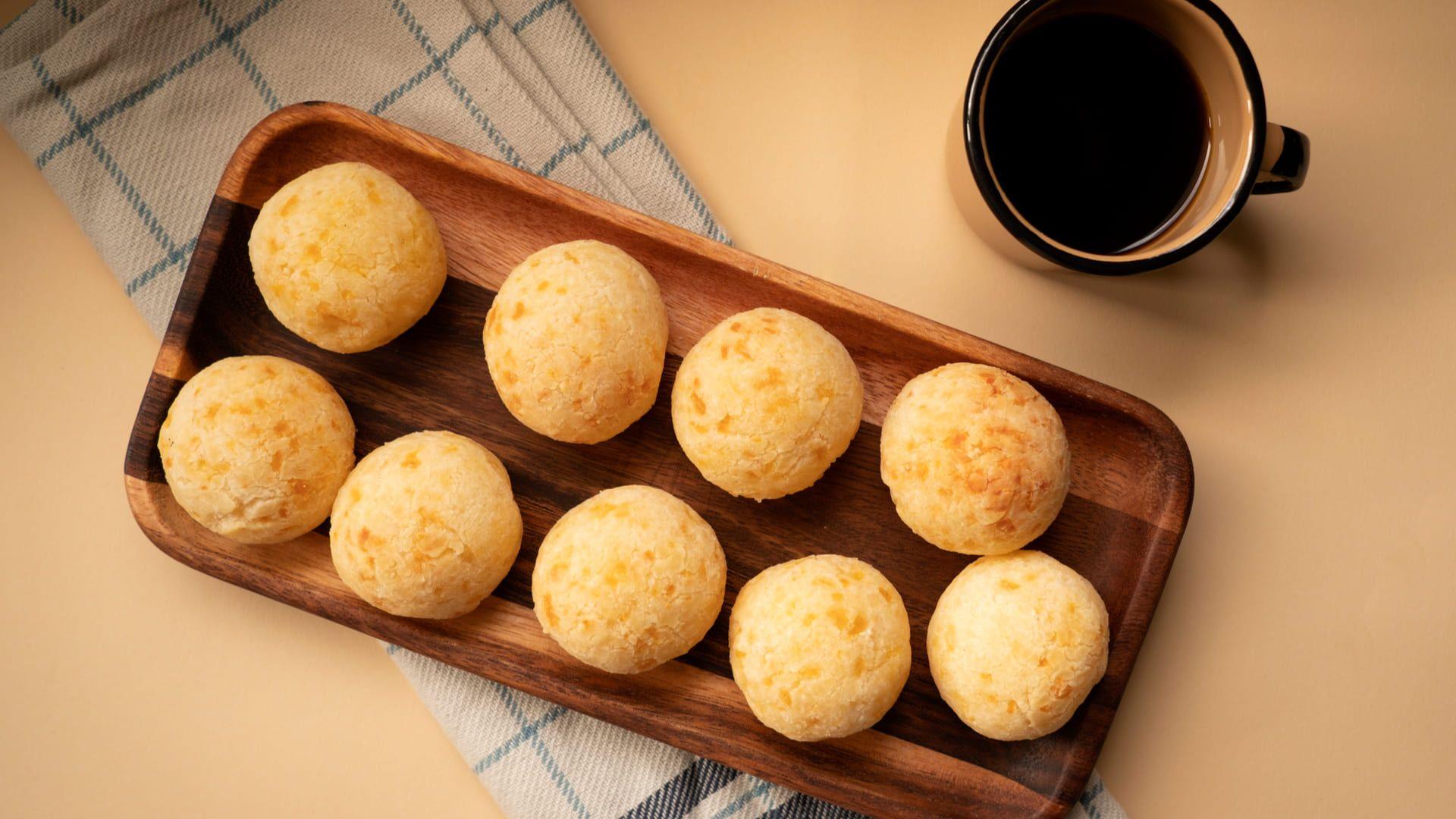 Confira a lista de ingredientes necessários para a receita de pão de queijo no liquidificador. (Imagem: Reprodução/Shutterstock)