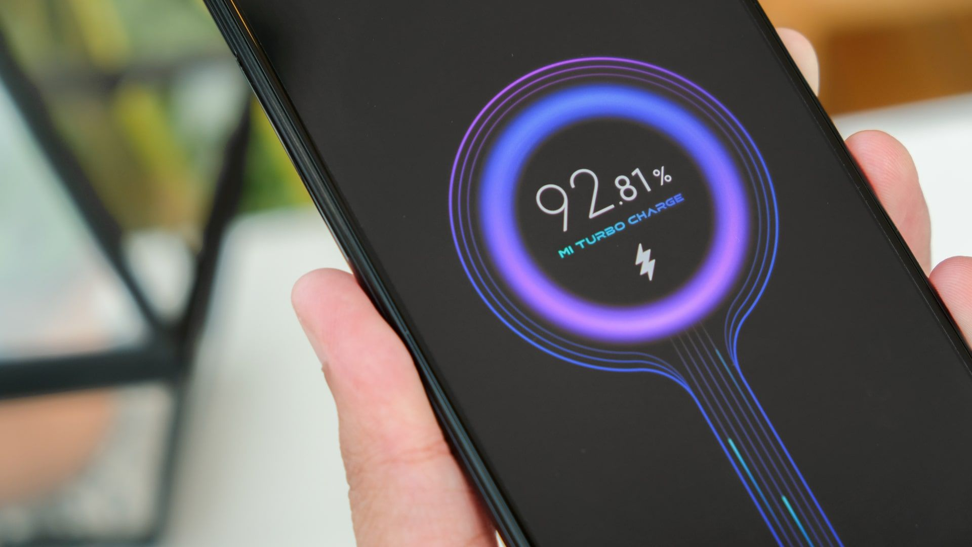 Redmi Note 10 Pro tem carregamento rápido de 33W (Foto: Shutterstock)