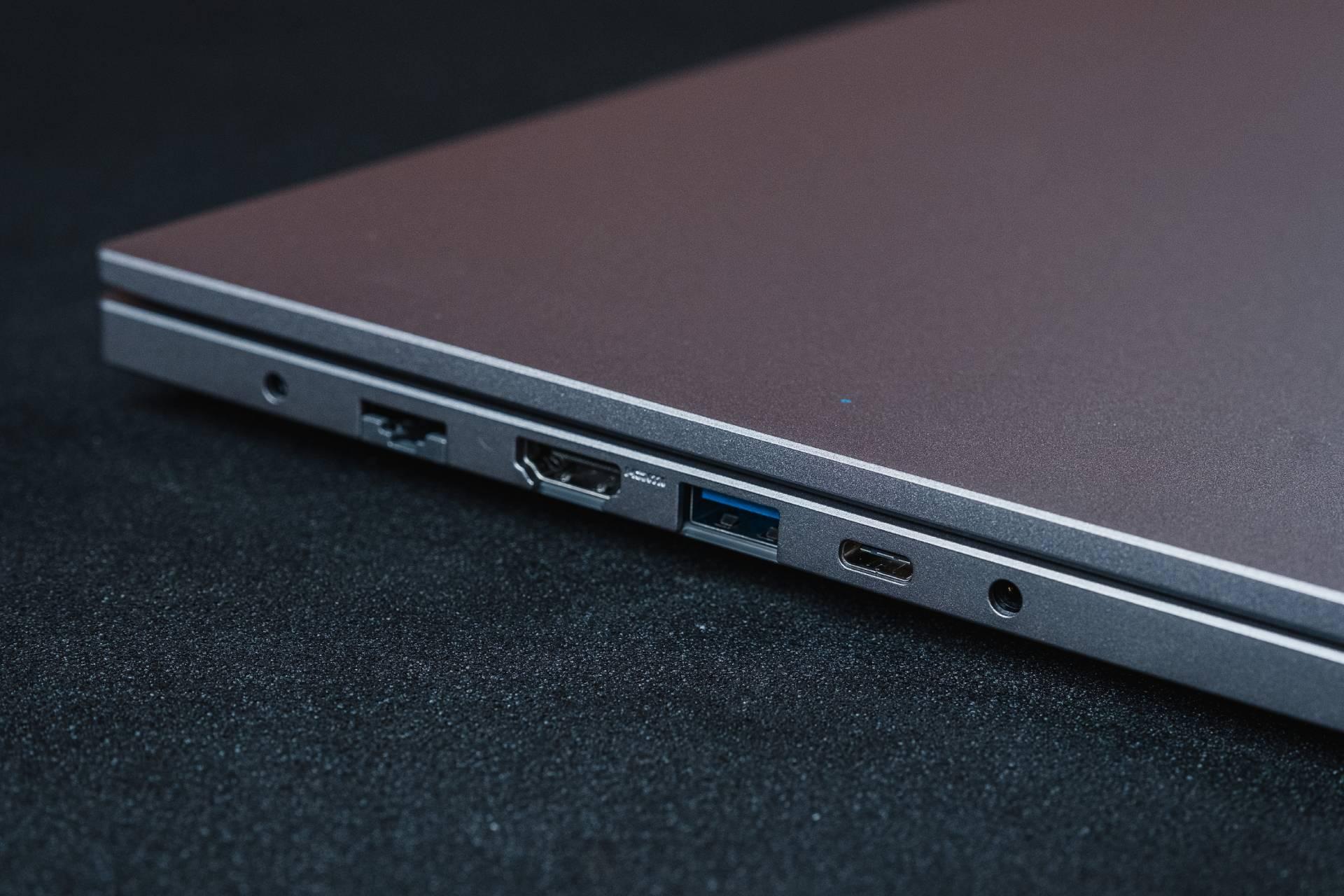 O Samsung Book X30 possui todas as conexões necessárias para instalar periféricos ou conectá-lo a TVs e monitores