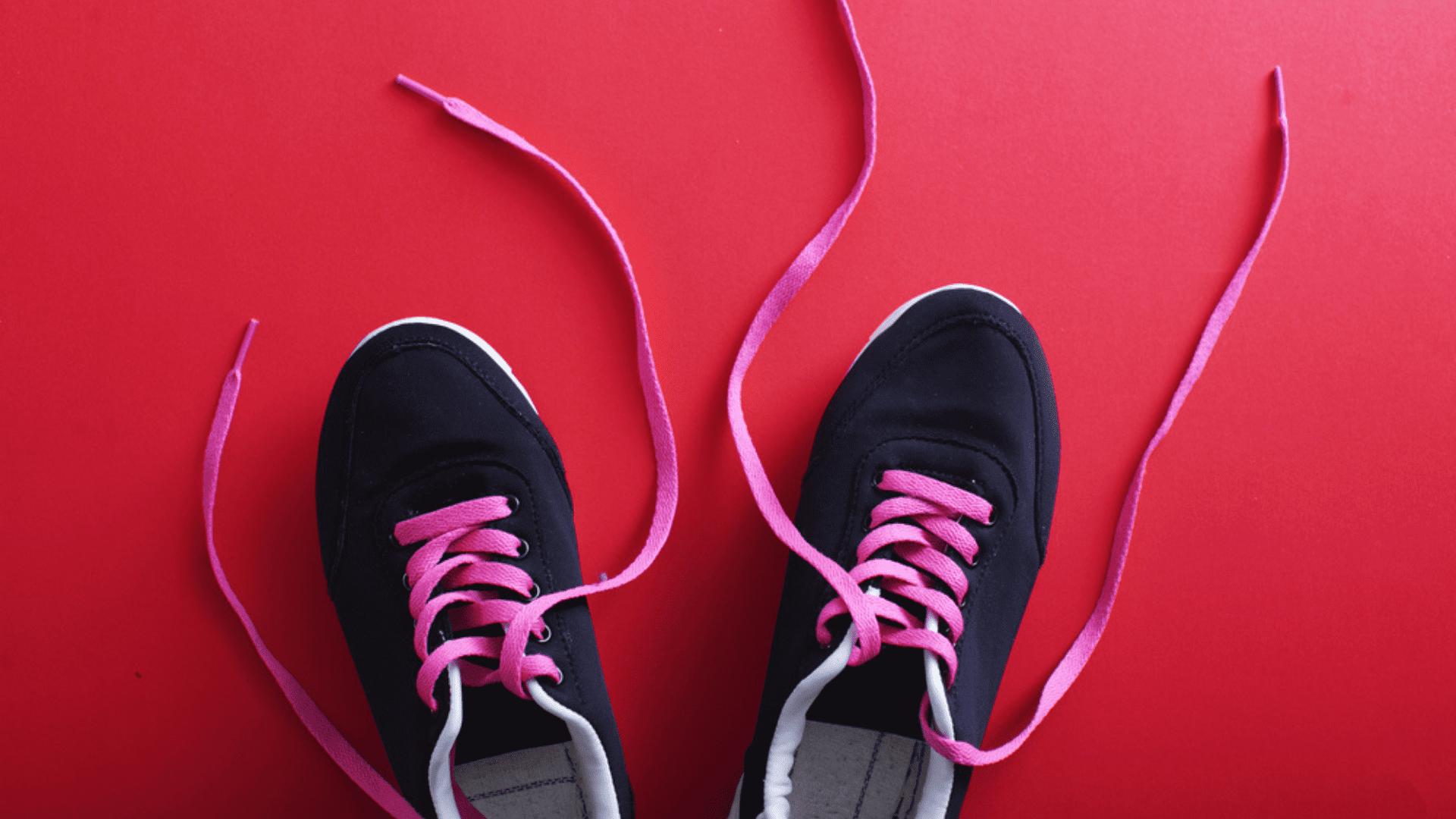 Descubra quais foram os tênis para caminhada mais vendidos no Zoom em maio de 2021! (Imagem: Reprodução/Shutterstock)