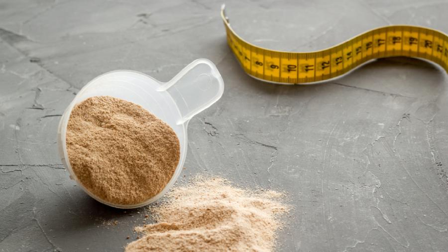 O Whey Protein pode ser consumido para auxiliar no emagrecimento (Imagem: Reprodução/Shutterstock)