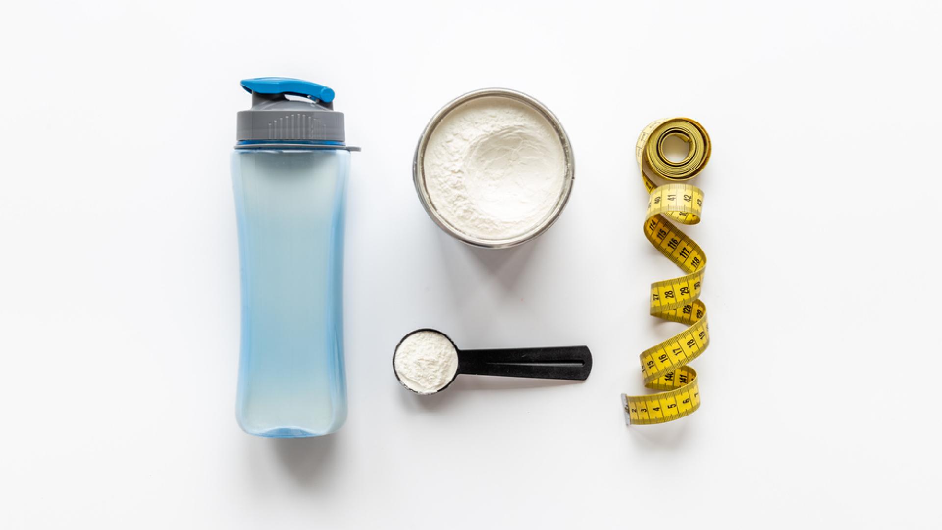 O Whey Protein ajuda a potencializar a formação de massa magra (Imagem: Reprodução/Shutterstock)