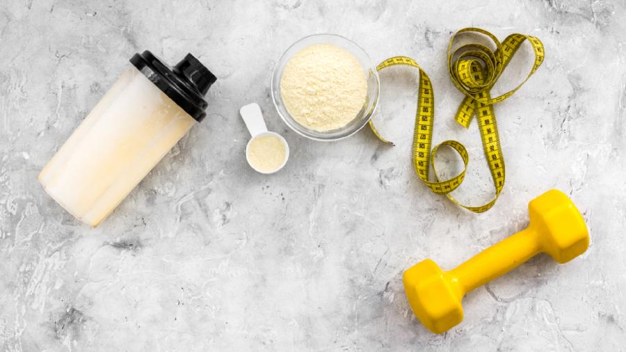 O Whey Protein pode ser tomado a qualquer momento do dia (Imagem: Reprodução/Shutterstock)
