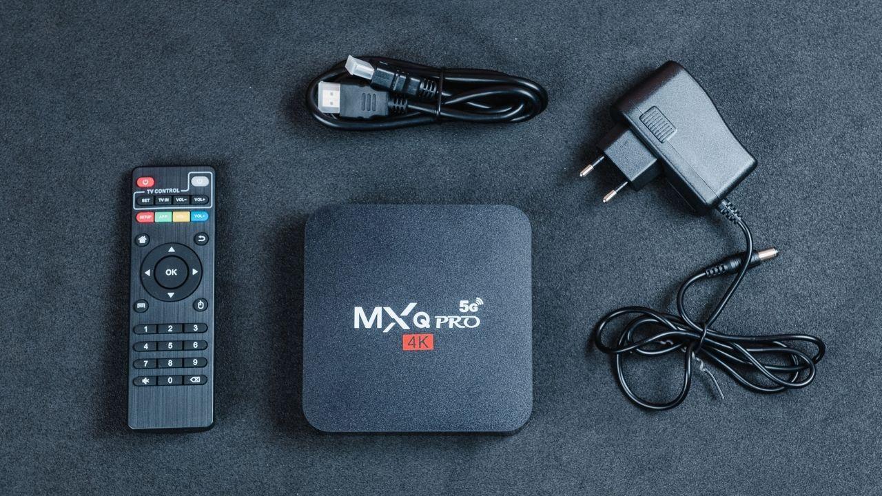 TV Box MXQ Pro 4K 5G já vem com cabo HDMI (Foto: Zoom)