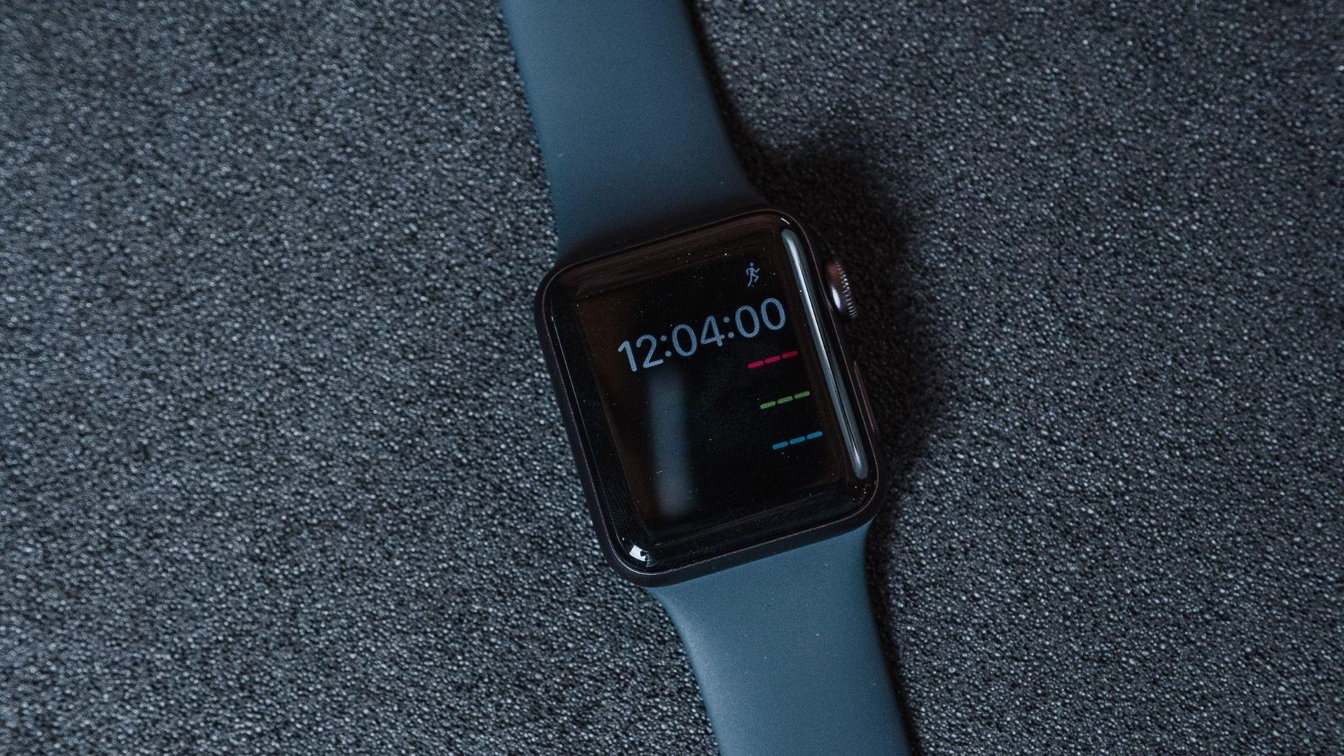 Tela do Apple Watch 3 acesa marcando 12:04