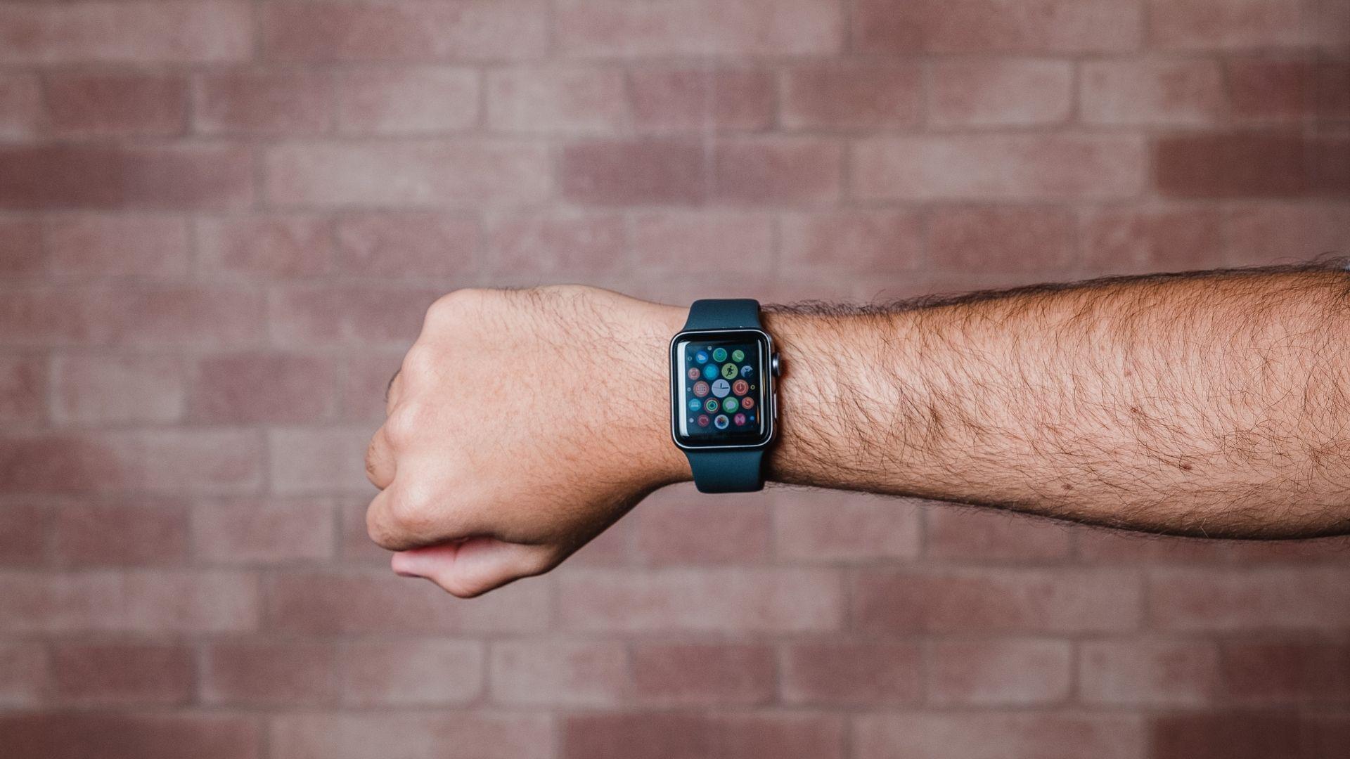Apple Watch Series 3 roda sistema watchOS e oferece recursos fitness e de saúde (Foto: Zoom)