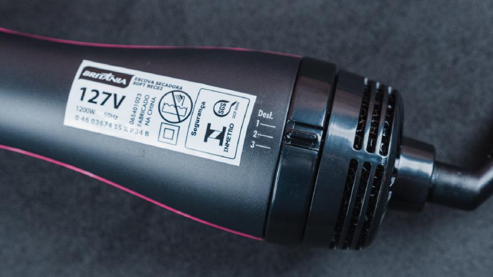 Britânia Soft BEC02 é uma escova secadora potente, com três temperaturas e duas velocidades (Imagem: Zoom)