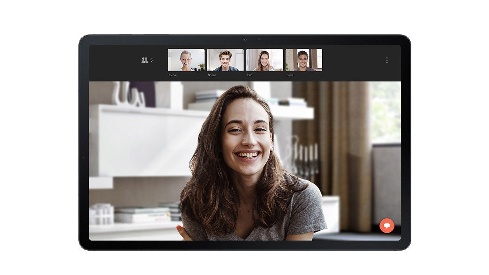 Mulher fazendo videochamada no Samsung Galaxy S7 FE
