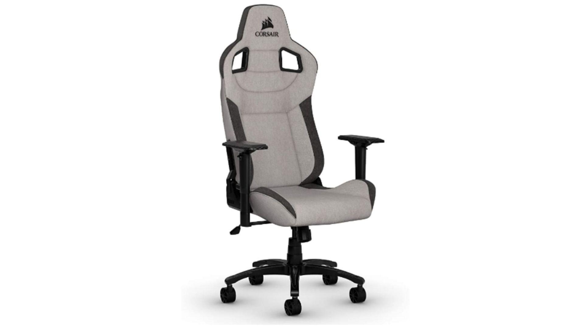 Cadeira gamer de tecido Corsair T3 Rush de frente, com ângulo pegando um pouco de sua lateral, em fundo branco.
