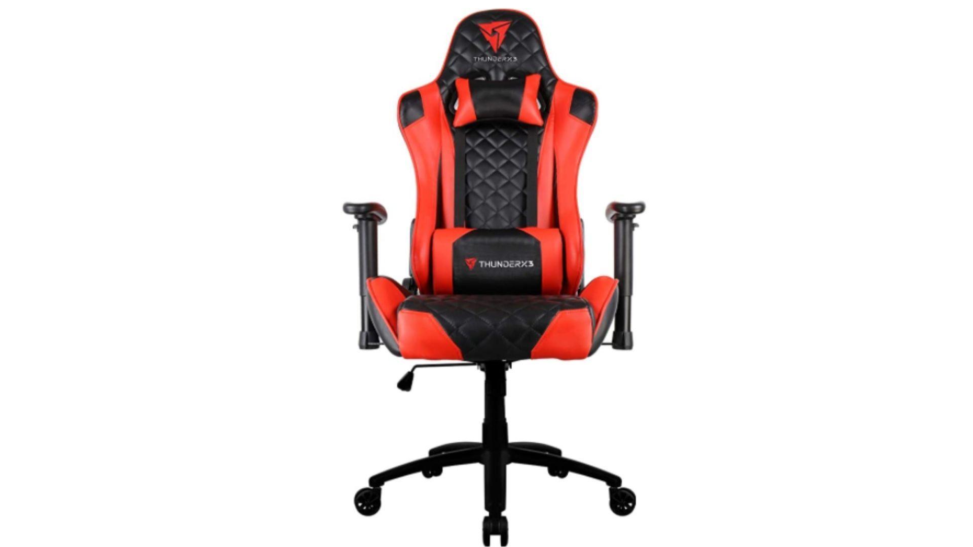 A ThunderX3 TGC12 entra na lista de cadeira gamer vermelha e preta com valor acima de R$ 1.000 (Foto: Divulgação/ThunderX3)