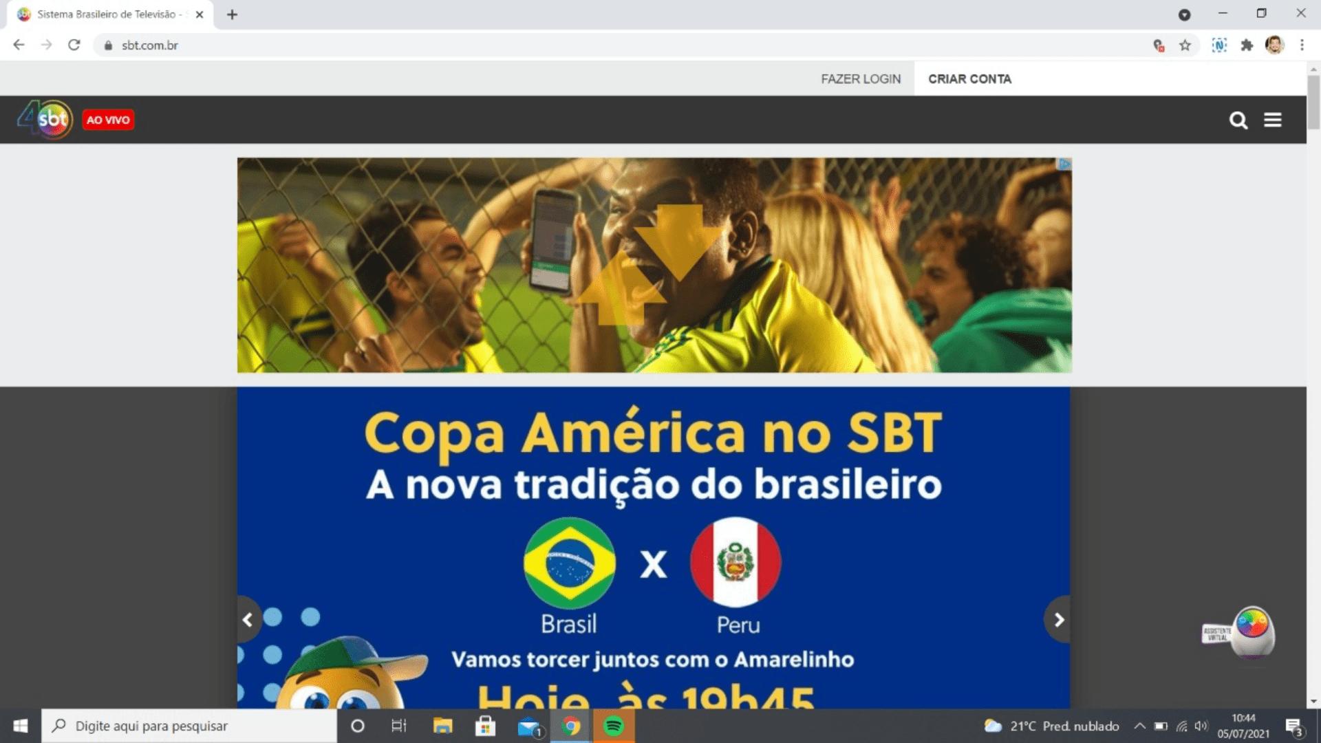 """Já na home, existe o ícone de """"Ao Vivo"""" que leva o espectador para a programação simultânea do canal na TV (Reprodução/SBT)"""