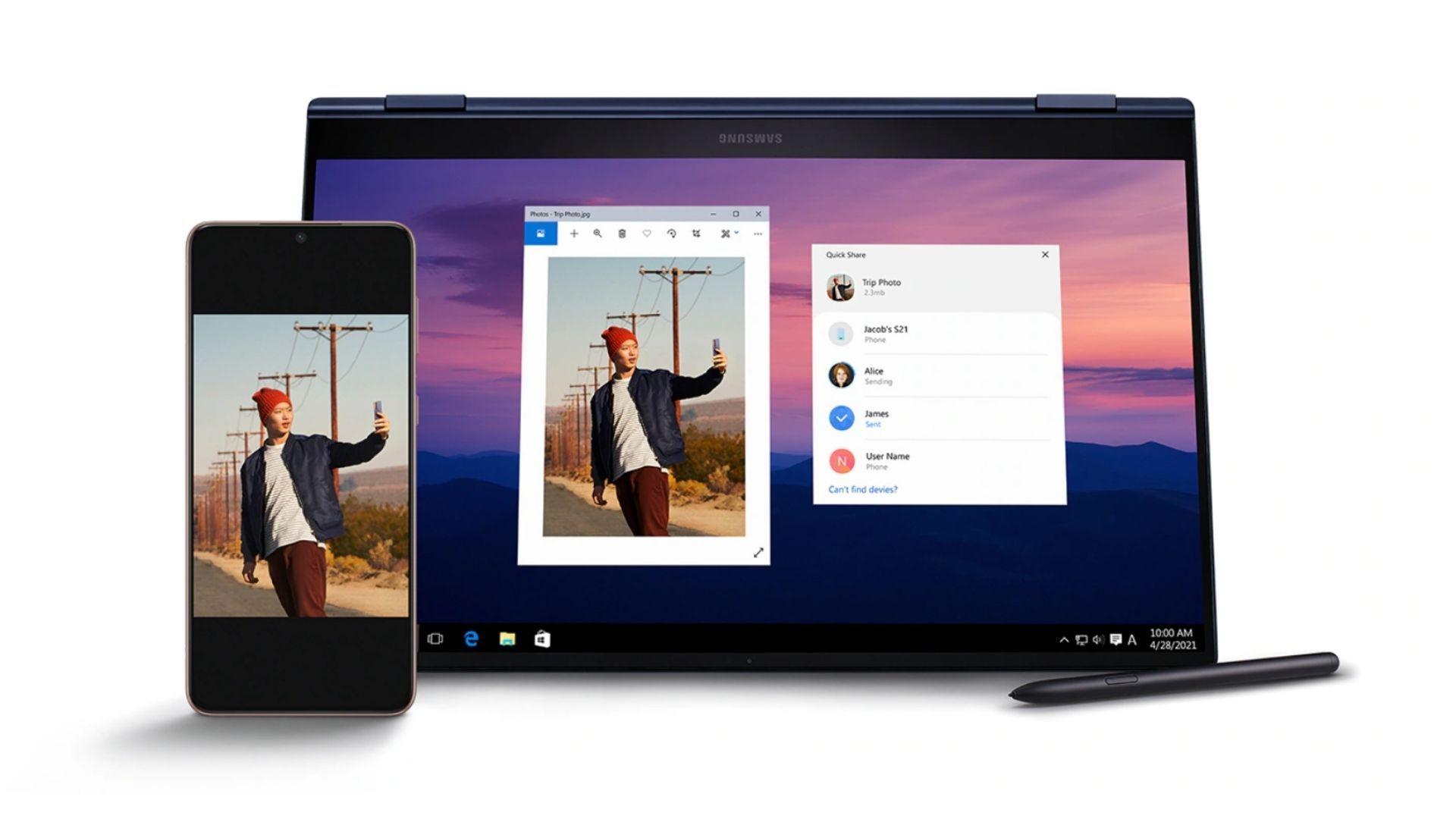 Telefone Samsung Galaxy ao lado do Galaxy Book 360, ambos mostrando a mesma foto de um homem com S Pen no fundo branco