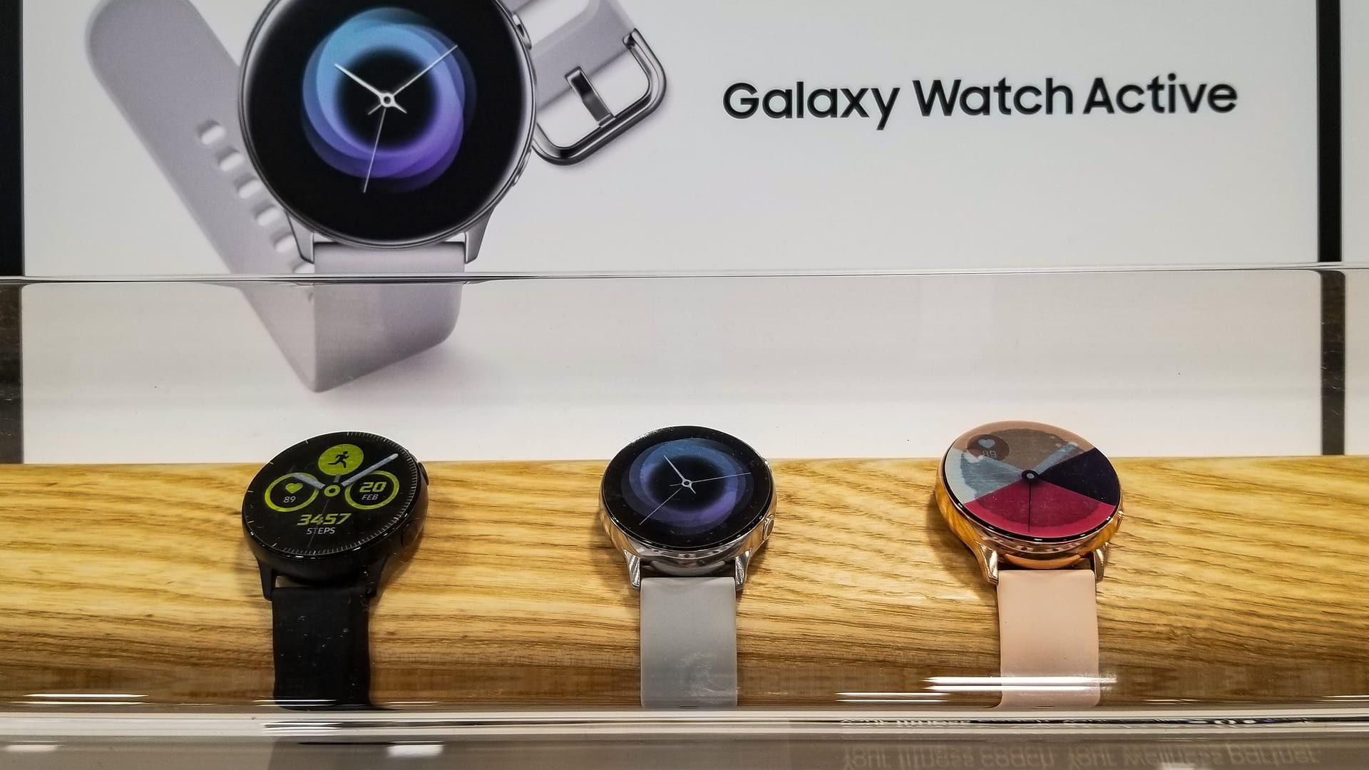 Smartwatch Galaxy Watch Active é o modelo mais barato. (Foto: Shutterstock)
