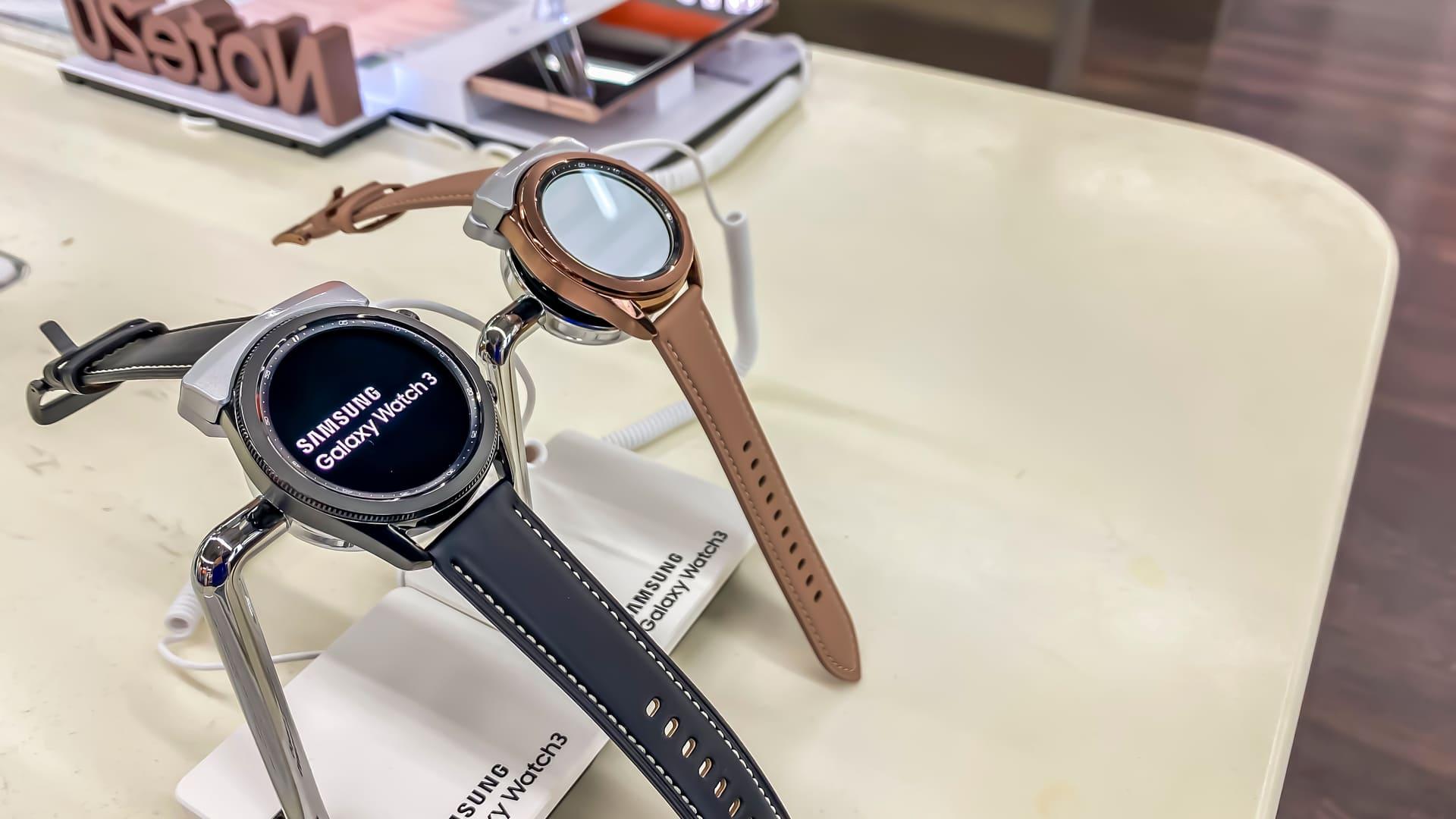 Smartwatch Samsung Galaxy Watch 3 é o mais completo da linha. (Foto: Shutterstock)