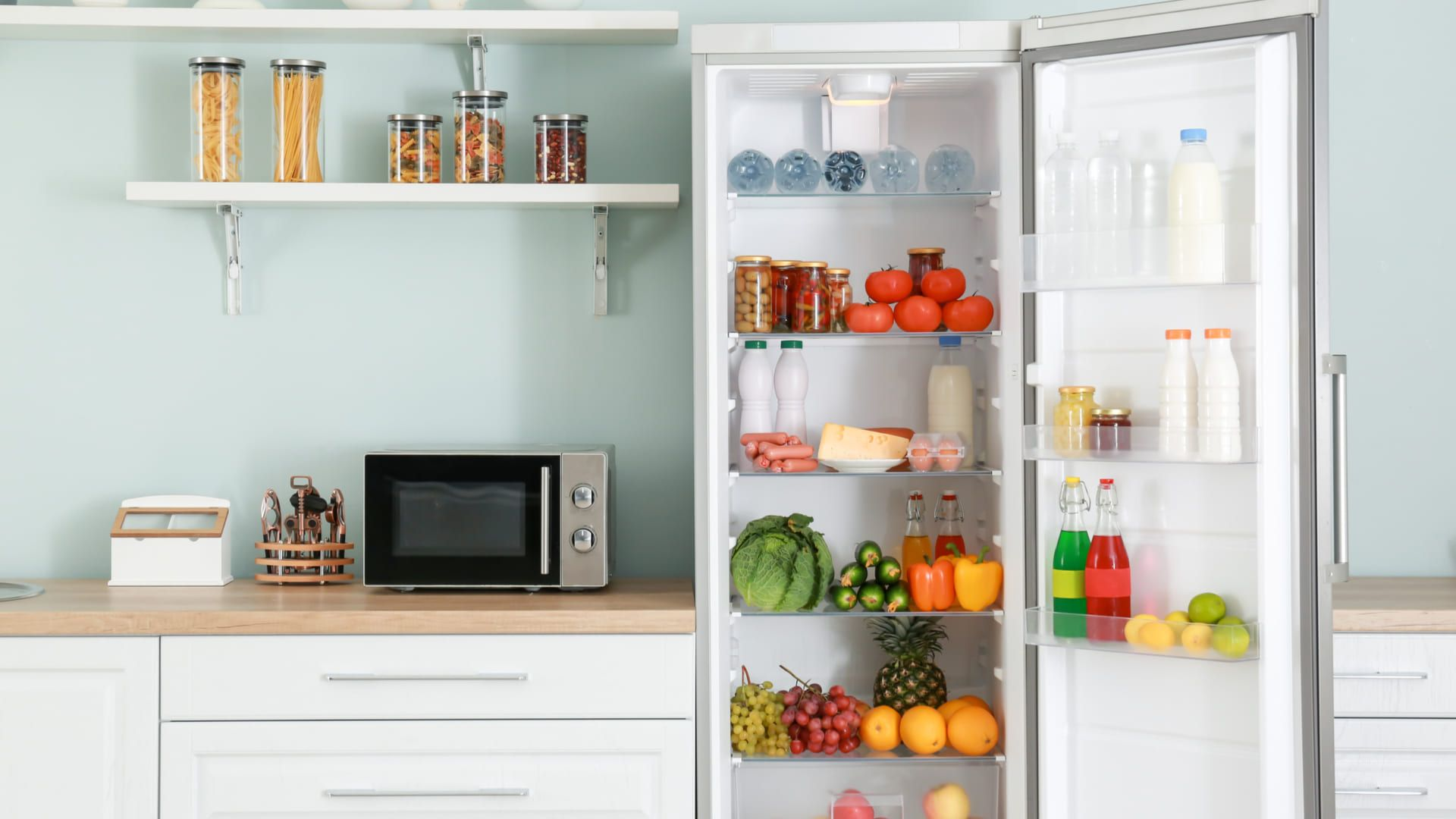 Confira os modelos e saiba se vale a pena comprar uma geladeira continental! (Imagem: Reprodução/Shutterstock)