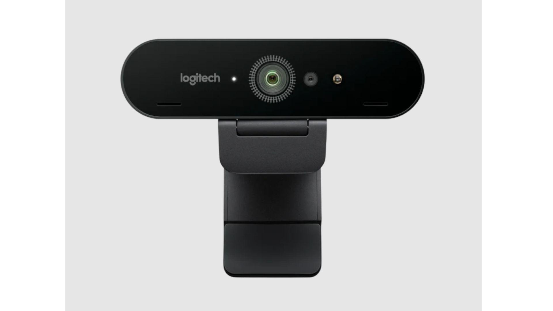 WebCam Logitech Brio 4K exibida frontalmente
