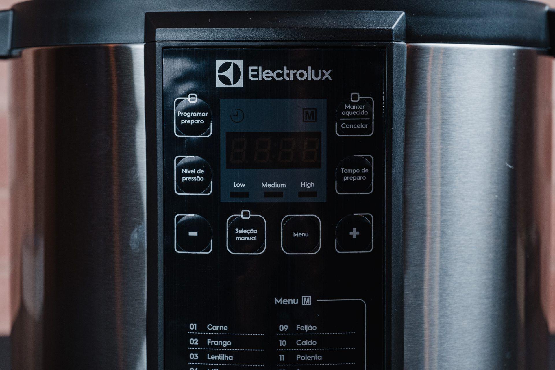 O painel da Electrolux PCC20 é bem detalhado e fácil de entender (Foto: Zoom)
