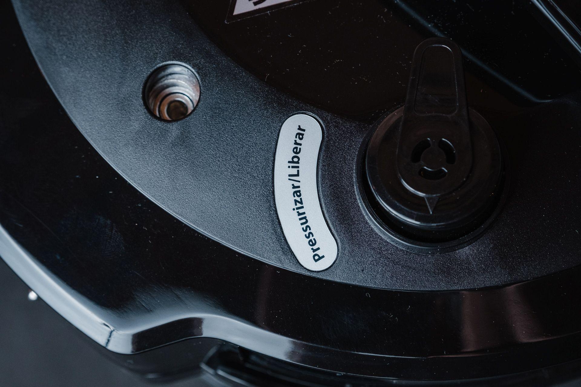 A válvula de liberação de pressão da Philco Digital Inox (Foto: Zoom)