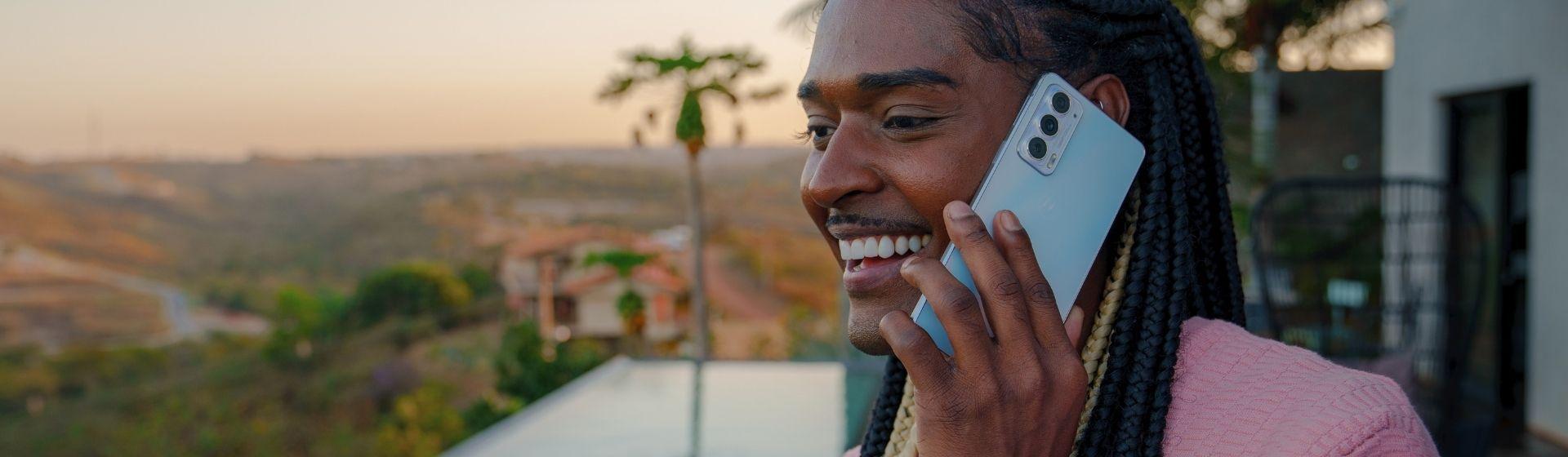 Motorola Edge 20 é bom? Conheça o novo celular ultrafino