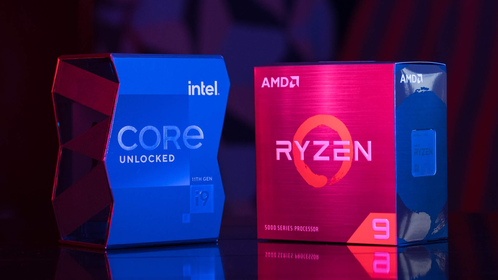 Duas caixas de processador: uma azul à esquerda com processador Intel Core i9 e outra roxa com azul à direita com processador AMD Ryzen 9