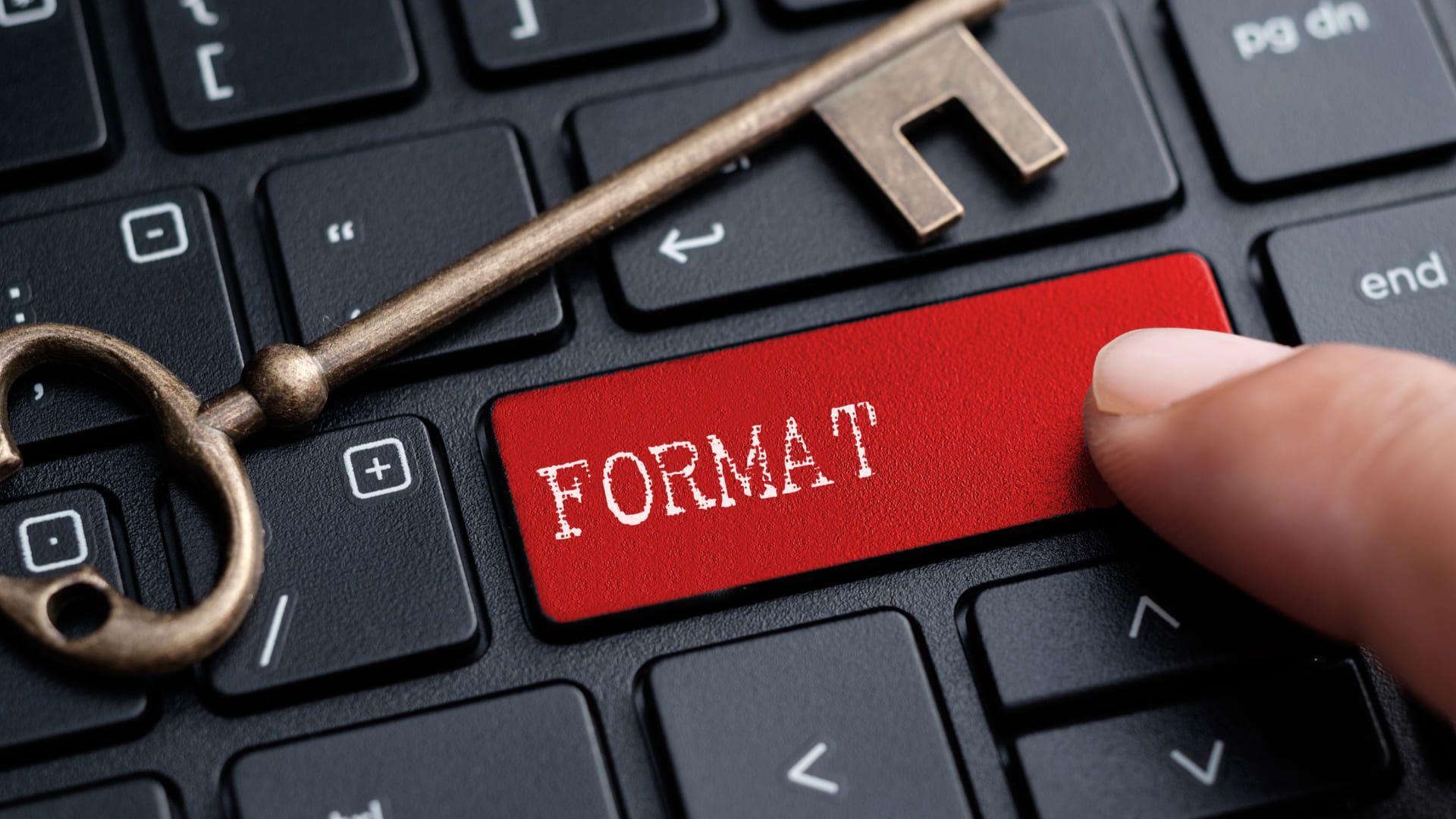 Uma das primeiras coisas recomendadas a fazer ao comprar um notebook usado é formatá-lo (Fonte: Shutterstock)