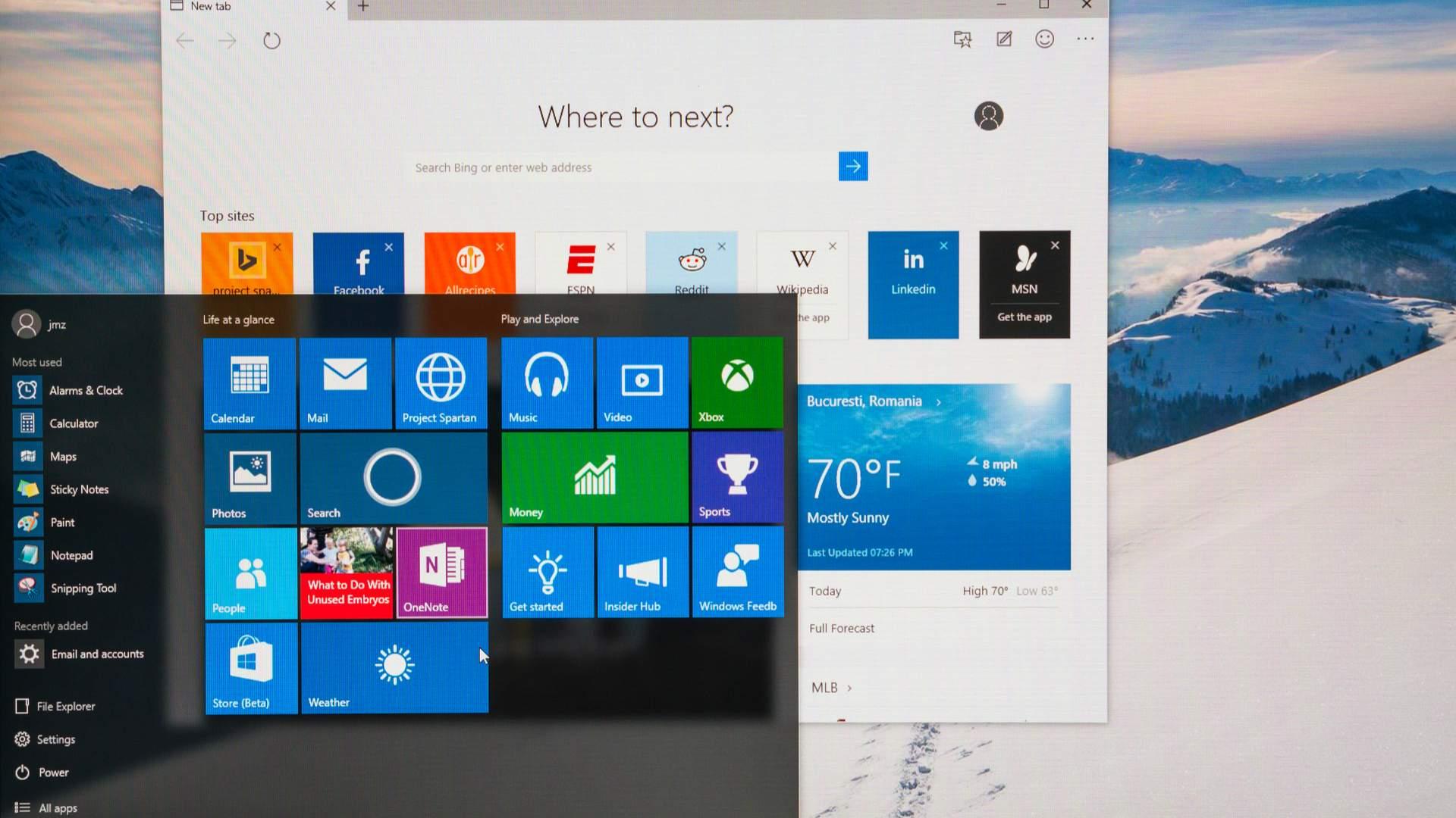 Tela do Windows 10 com janela de configurações e do menu Iniciar abertas
