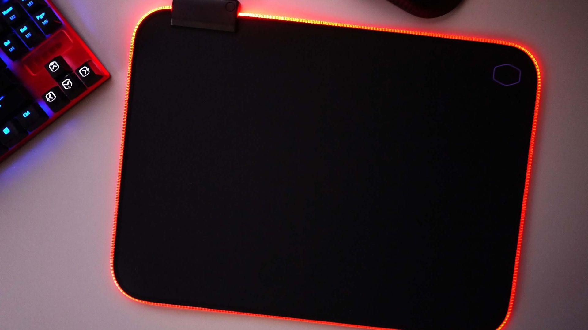 O mouse pad pode ser colorido, ter luz, ser estampado... existem vários tipos (Fonte: Shutterstock)