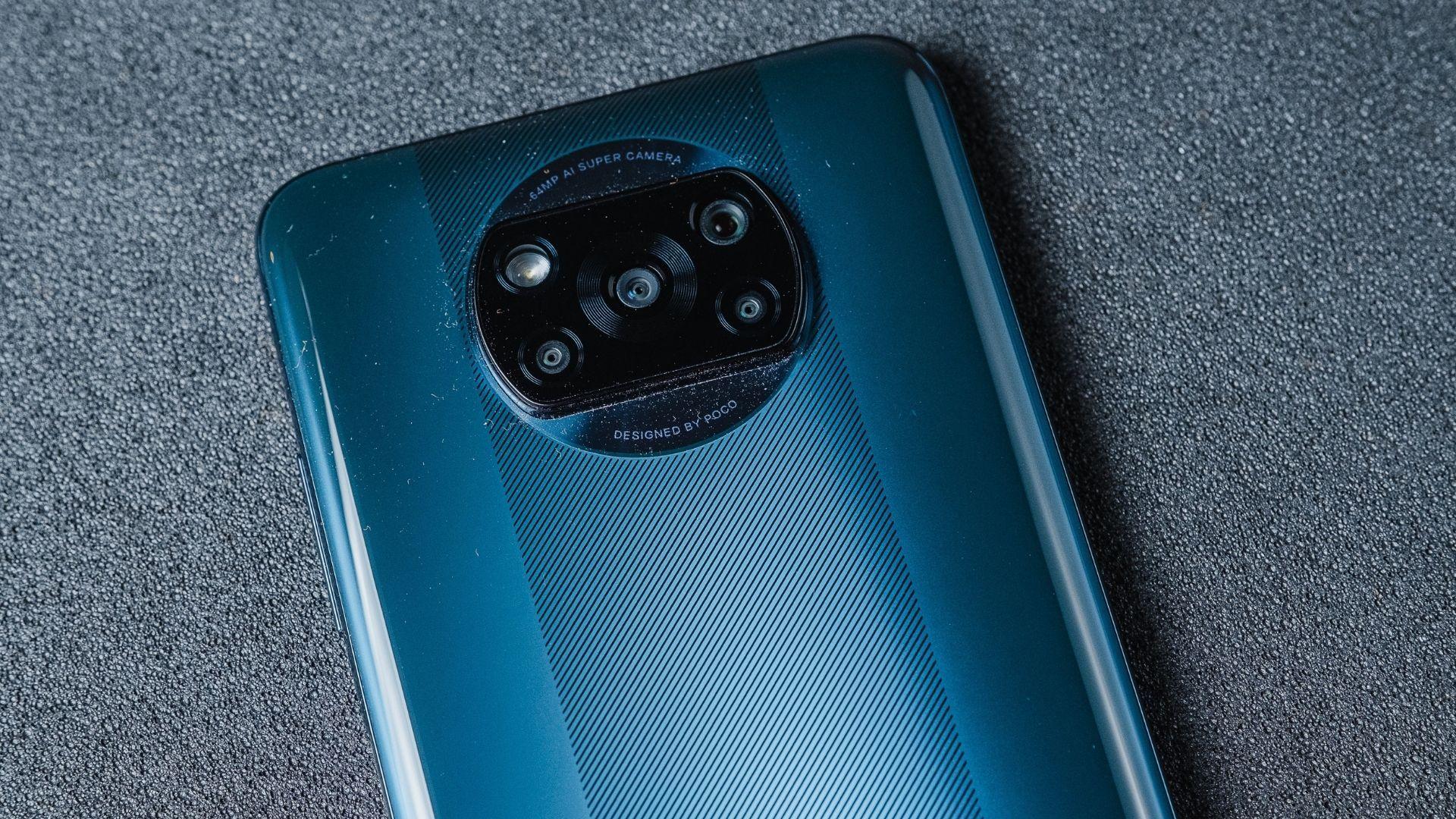Poco X3 NFC tem conjunto de câmera quádrupla posicionado de forma centralizada na traseira (Foto: Zoom)