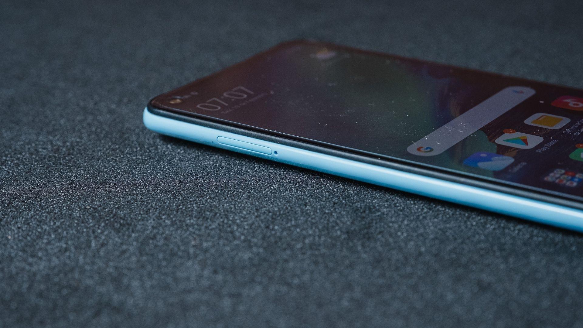 Detalhe da lateral esquerda do Redmi Note 9 (Foto: Zoom)
